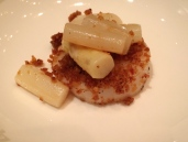 脆豆酥帶子白露筍 Stir fried scallop, white asparagus, crispy bean crumbs