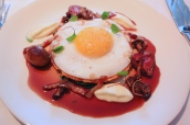 Duck egg tart with red wine sauce, turnip purée, lardons and sautéed duck heart