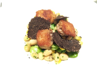 Boneless chicken wings with coco beans, fresh corn and Australian black truffle