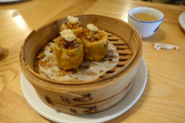 Pork and prawn dumpling, pork crackling