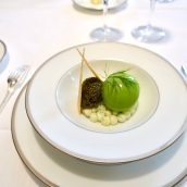 Chaud-froid d'oeuf mollet à la moscovite, caviar golden
